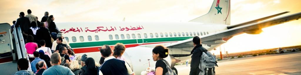 1600x400 stockvault-passenger-boarding-plane132314